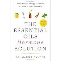 The Essential Oils Hormone Solution - Dr. Mariza Snyder- soft cover